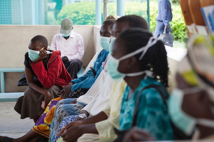 케냐 국경없는의사회 결핵 클리닉에서 진료를 받기 위해 대기하는 환자들 ©Olga Overbeek/MSF