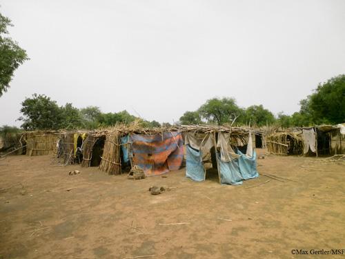 차드 티시에 지어진 난민들의 임시 거처 ©Max Gertler/ MSF