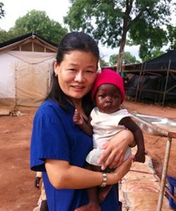 첫 파견지 남수단 이다에서, 환자였던 아기 메리와 함께