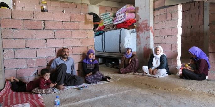 이라크 북부 자크호 근처에서 파르한과 그의 가족들은 뼈대만 세워진 복층 건물 안에 머물고 있다. ©Lucia Brinzanik/MSF