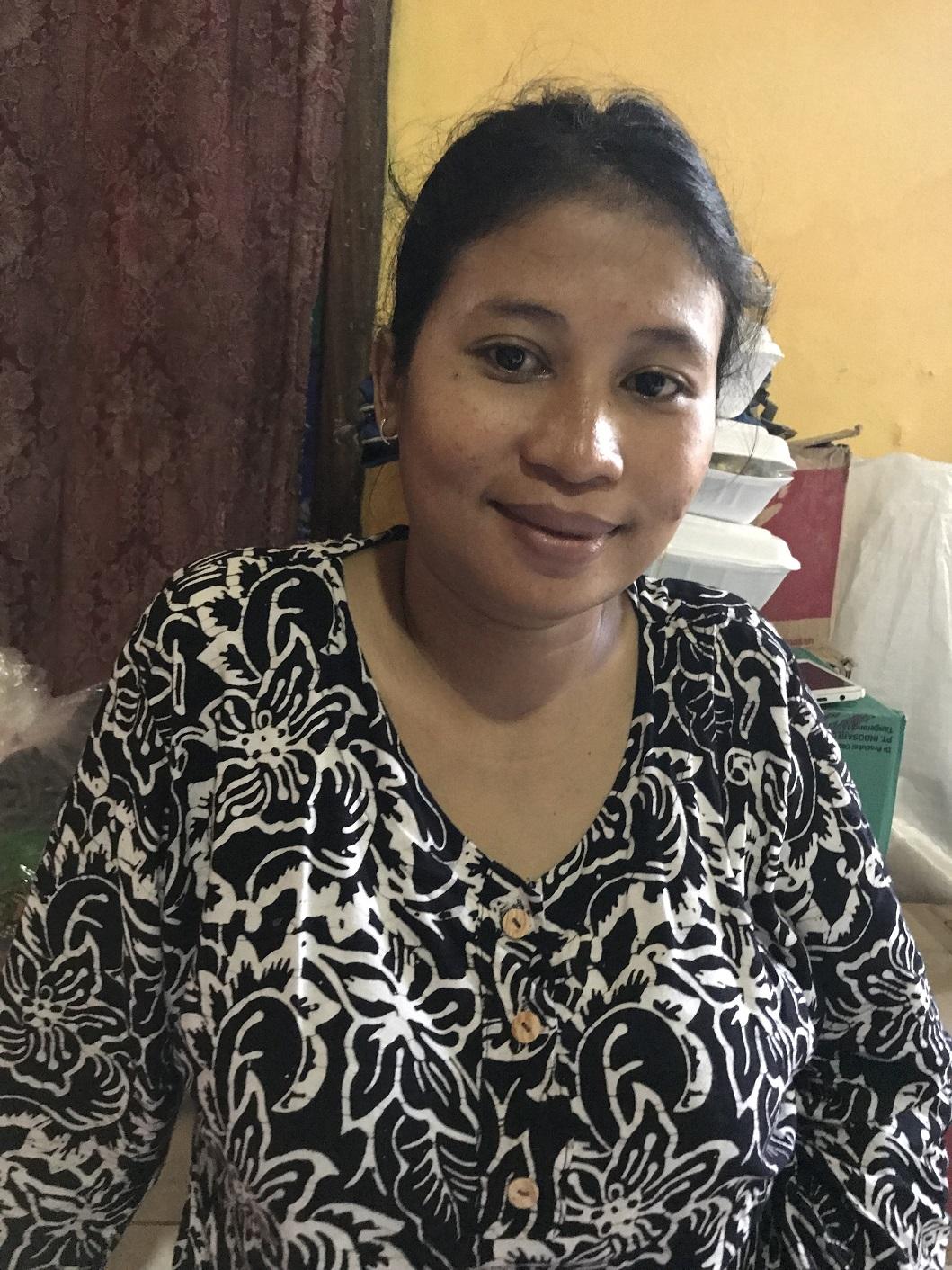 딸아이를 둔 서른 살 엄마이자 임신 7개월인 엘리스. 쓰나미 피해를 입었음에도 상황을 긍정적으로 바라보면서 뱃속 아기의 건강을 위해 최선을 다하고 있다. 엘리스는 가족 모두가 안전해서 다행이라고 말했다. © Cici Riesmasari/MSF