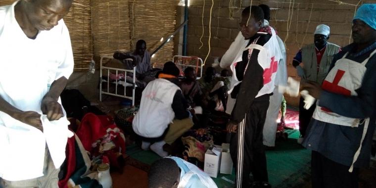 차드호 지역 내 쿨푸아 섬에서 일어난 3중 자살폭탄 공격에 대응해 차드 보건부를 지원하는 국경없는의사회 팀 ⓒMSF