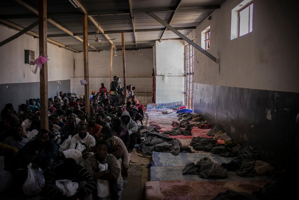 리비아 트리폴리의 아부 살림 구금센터에 갇혀 있는 사람들 ⓒGuillaume Binet/Myop