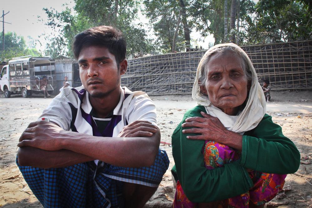 2018년 3월 7일, 누르 라민(25세)과 그의 어머니 수비 카툼(70세)은 미얀마 국경을 건너 방글라데시 쪽 나프 강가에 도착했다. ⓒSara Creta/MSF