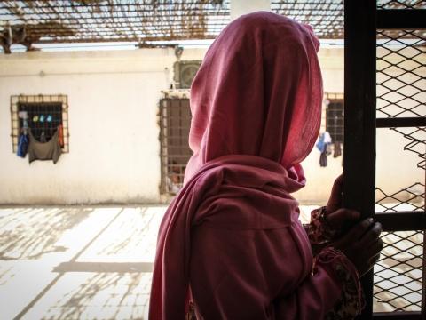 리비아: 강제 하선 후 여전히 위험에 처해 있는 난민, 이주민