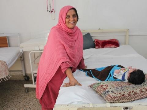 """""""17번 임신하고 아이 넷을 잃었어요""""… 파키스탄의 영아 사망률을 줄이기 위한 노력"""