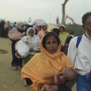 미얀마 폭력사태를 피해 방글라데시로 들어가는 로힝야 난민 행렬 ⓒMSF