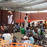 현재 국경없는의사회는 아부로치에 야전 병원을 열어 입원환자 지원, 외래환자 지원, 응급 서비스 지원 등을 통해 긴급 상황에 대응하고 있다.