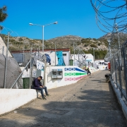 EU-터키 협정: 1년 후, 건강을 대가로 치르고 있는 이주민들과 망명 신청자들