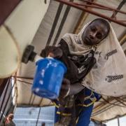나이지리아•차드와 국경을 맞대고 있는 니제르의 남동부 디파 지역은 보코 하람과 지역 군대가 벌이는 무력 분쟁의 여파로 수년간 고통을 받아 왔다. 분쟁으로 약 24만 명의 삶이 피해를 입었고, 이들은 국내 실향민과 난민들을 위해 마련된 캠프에서 지낼 수밖에 없었다. ⓒ Juan Carlos Tomasi