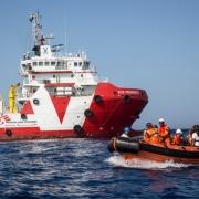 리비아 해역 밖의 공해상에서 구조 훈련을 실시하고 있는 프루던스 호의 국경없는의사회 직원들 ⓒ Andrew McConnell/Panos Pictures