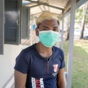 미얀마 양곤에 있는 국경없는의사회 진료소에서 다제내성 결핵 치료를 받고 있는 초 투(Kyaw Thu, 26). 초 투는 2년간 치료가 필요하며 그 동안 알약 12,000개를 복용하고 고통스러운 주사를 168번 맞아야 한다. ⓒAlessandro Penso/MAPS