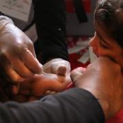 시리아 알-아타렙에서 한 아동이 홍역, 폐렴 백신을 맞고 있다. ⓒRoaa Hasan