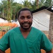 망기나 에볼라 치료센터에서 근무하는 국경없는의사회 간호사 페이션트 무힌두 카마부 ⓒCaitlin Ryan/MSF