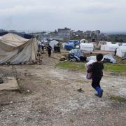 시리아: 전선이 점차 가까워지면서 의료 접근성이 제한된 실향민