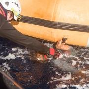 지중해: 가라앉는 작은 보트에서 99명 구조…그 외 익사자 다수 추정
