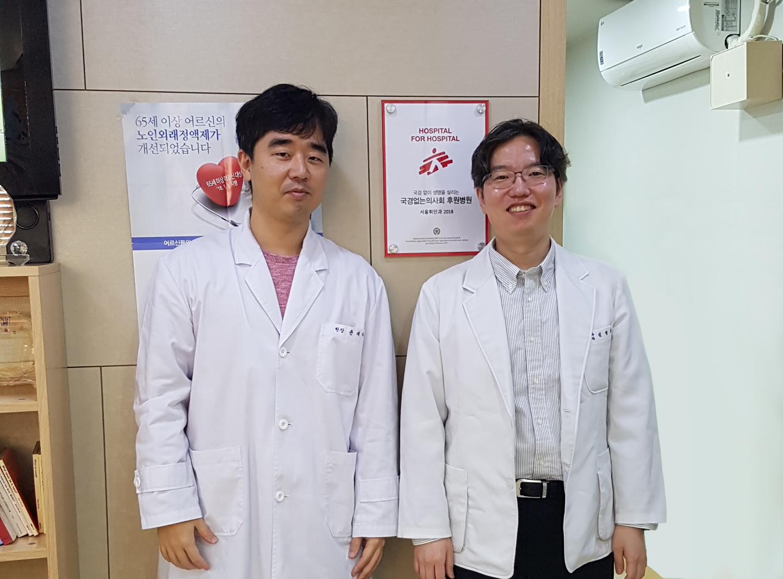 국경없는의사회 후원병원 서울휘안과, 윤재하 후원자님(좌)과 동료 원장님