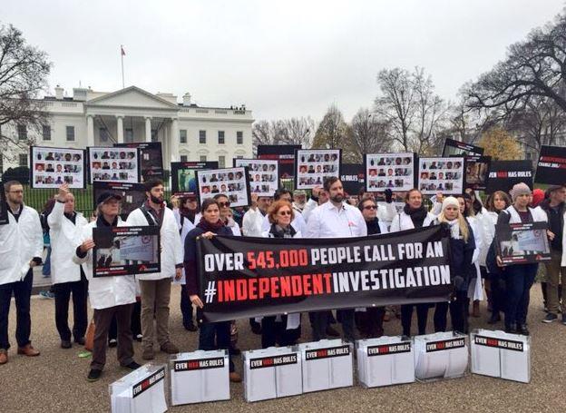 미군의 치명적인 공습에 대한 독립조사에 응할 것을 요구하는 탄원서를 백악관에 전달한 국경없는의사회